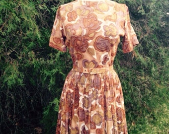 Adorable 50's dress with belt - neutral brown floral 50's dress - Mad Men dress size Small