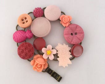 peachy pink, Chain Bracelet, Vintage Buttons and Notions, Button Bracelet, Pink Bracelet, Pink Charm Bracelet, Pink Buttons