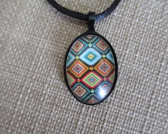 Geometric Pattern Pendant Necklace