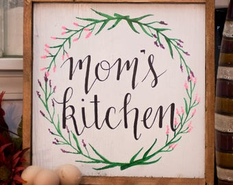 Mom's kitchen Rustic kitchen sign Rustic kitchen decor Wood kitchen decor Gifts for mother Birthday for mother Custom kitchen sign Wood sign