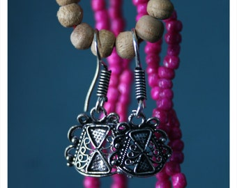 Sopia, earrings with oriental charm