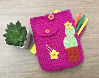 Bullet journal cover, A5 planner case, journal case with stationery pocket and cactus motif, diary sleeve, crocheted bujo case.
