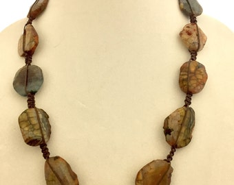 Hand knotted macrame necklace,
