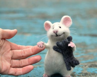 Mouse wool Mouse white Mouse and kitten Mouse felt Mouse animal Kitten animal Kitten miniature Mouse needle felting Felting toy Mouse cute