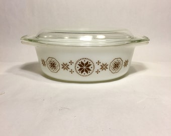 Pyrex town and country patter casserole dish