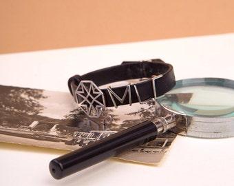 Black leather bracelet, van Eyck's classic collection