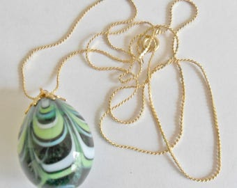 Cool vintage goldtone green swirled glass egg shaped pendant necklace