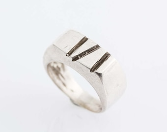 Handade silver ring with grooves