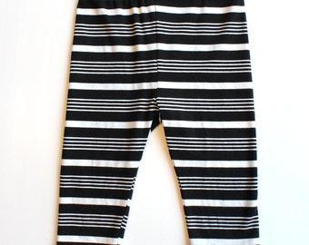 CARROUSEL - 3/4 lenght legging - black striped