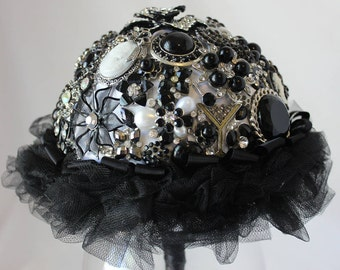 Black and White BROOCH BOUQUET- Wedding Bouquet, Bridal Bouquet, Jeweled Bouquet, Brooch Bouquet, Black and White Bouquet, Bridal Accessory