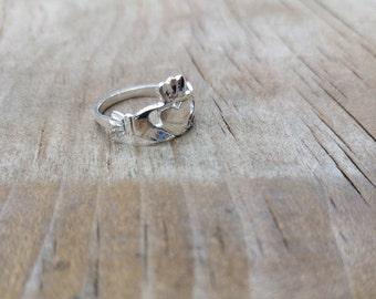 Claddagh Ring, Beautiful Sterling Silver Claddagh ring, Irish ring, Love, friendship, loyalty symbol 925 silver irish heart ring