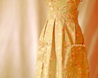 Gorgeous Vintage Apron - Lace detail