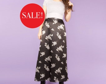 90s Vintage Romantic Black Maxi Skirt