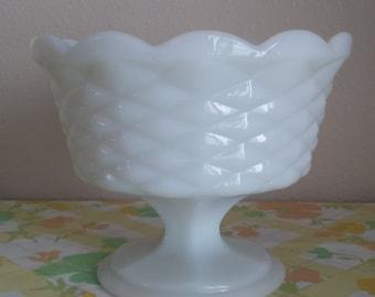 VIntage Milk Glass Pedestal Bowl, Vintage White Milk Glass Bowl, Vintage White Pedestal Bowl, Vintage Milk Glass Fruit Bowl