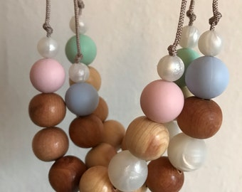 Nursing necklace/teething necklace: aromatic juniper and silicone