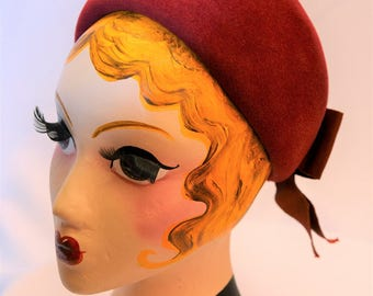 Vintage pill box hat with bow in deep red. Made in 1960's.