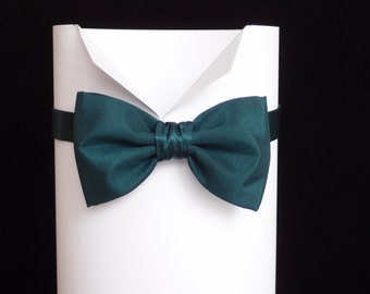 Handmade dark bottle green pre-tied bow tie for men, Bow ties for men, Taffeta bow tie,Wedding Bow Ties, Men's Ties