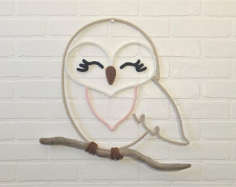 OWL / OWL in knitting of wool on driftwood, wall decoration for nursery or children's room, handmade