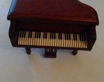 Awesome Miniature Wood Piano, Dollhouse, Fancy Baby Grand