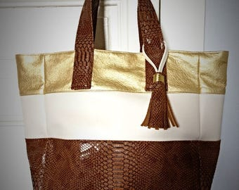Chic Tote camel and gold to Pompom bag