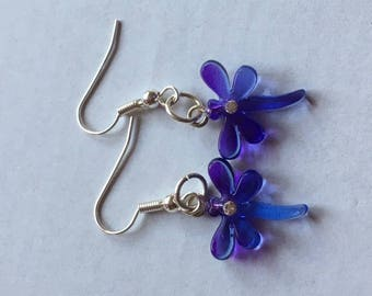 Earrings with dragonfly droplet