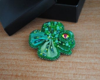 Beaded Brooch Green Clover Brooch with shibori ribbon bead embroidered brooch bead embroidery beaded brooch shibori jewelry