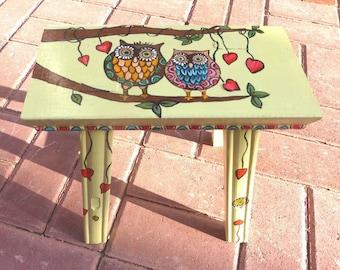 OWL LOVE STOOL. wedding gift, fireplace bench, wood stool, tabouret en bois, pendaison crémaillère, cadeau  mariage. Hand Painted Furniture