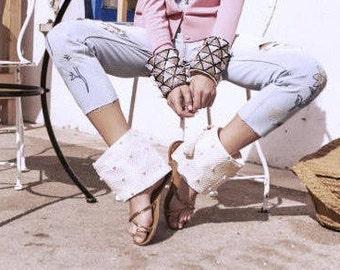 Boho Sandals, Barefoot Sandals, Cubre Sandalias Boho, Boho wedding - Crochet & Shells