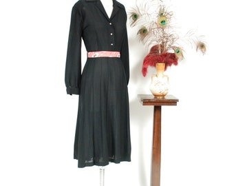 1940s Vintage Dress - Ideal 40s Black Shirtwaist Gored Skirt Rayon Dress with Full Sleeves