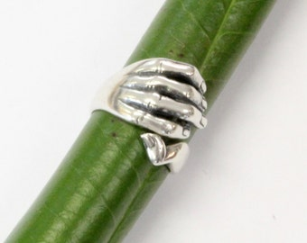 Silver Gripping Hand Finger Ring 532