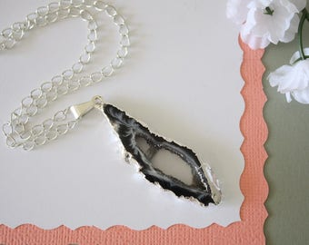 Geode Necklace Silver, Crystal Necklace, Geode Agate Slice, Boho Jewelry, Druzy Pendant, Vegan, Silk Jewelry, Natural Geode, GS77