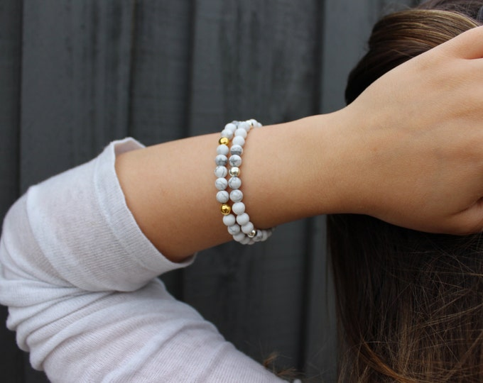 White Howlite, Marble Look beaded bracelet. Gold or Silver.