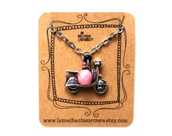 Scooter Rétro pastel, Pink and black necklace, La Méchante Sorcière, Urban jewels, Minimalist, Vintage, Vespa, La vita est bella, soft pink