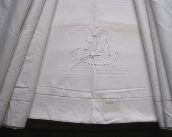 Lovely white French linen metis sheet, very comfortable bedding fabric.  Great tablecloth, curtain, blind.