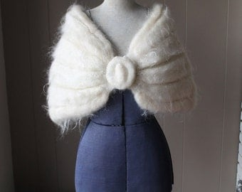 Vintage 40s Cream Mohair Wrap Soft Wool shrug Beautiful all season Stole Handknit