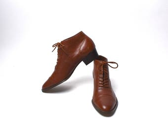 Ellemenno ASTER - Brown Ankle Booties in GREAT Condition, Women's Size 7 1/2, Made in Brazil