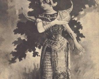 Cléo de Mérode in Cambodian costume by Reutlinger, circa 1900