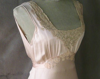 Vintage 1930's Peach Silk and Ecru Lace Negligee