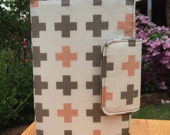 Oversized wallet in pink and grey crosses