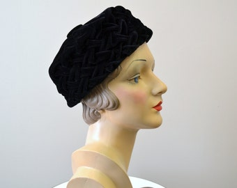 1960s Black Velvet Pleated Pillbox Hat