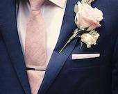 Men's traditional necktie in blush silk