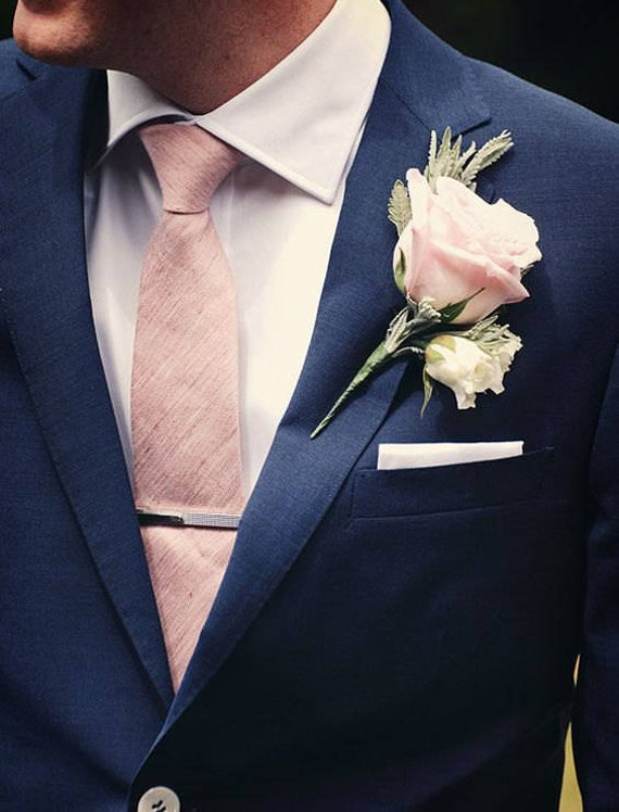 Men's traditional necktie in blush silk