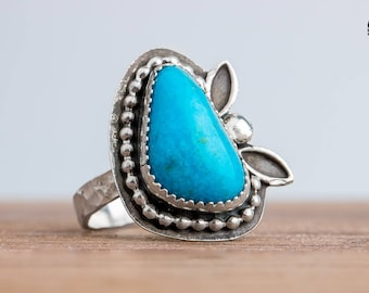 Aqua Blue Kingman Turquoise Gemstone Ring in Sterling Silver with Beaded Border and Leaves - Size 8