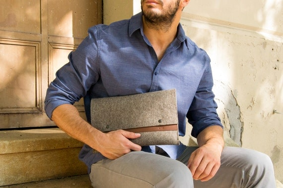 Felt and leather MACBOOK SLEEVE - grey and brown / wool felt cover / wool felt sleeve / wool felt macbook sleeve / felt case / made in Italy