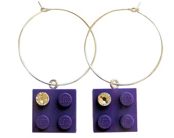 Purple LEGO (R) brick 2x2 with a Diamond color SWAROVSKI crystal on a Silver/Gold plated hoop