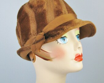 Brown Cloche / Vtg 50s / Lillian Shurr Fur Felt Warm Brown Cloche hat