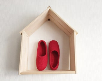 Red wool felted slippers, women's wool slippers, bright red slippers, wool house shoes, woolen flats for her, house shoes
