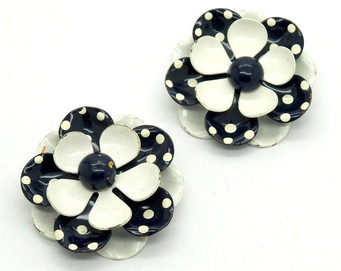 Non pierced earrings, vintage and black and white, for the perfect classic look!