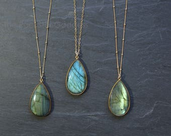 Labradorite // Labradorite Necklace // Gold Labradorite // Labradorite  // Labradorite Jewelry // Labradorite bezel