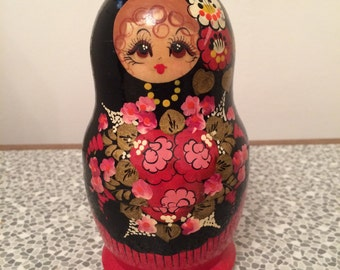 Vintage wooden Russian doll - 5 parts